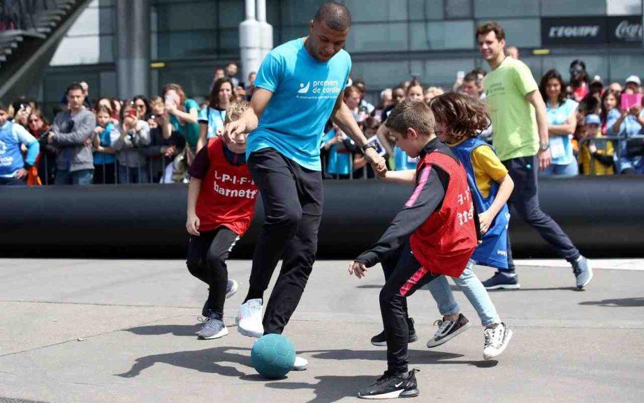 Quel est le sport le plus physique entre le foot et le basket ?